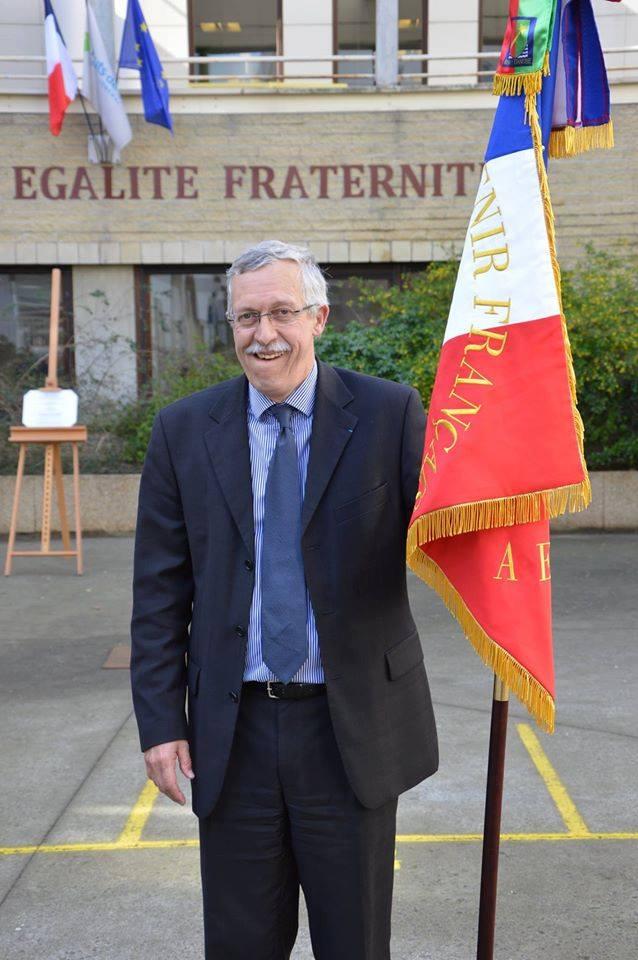 Principal avec le drapeau du SF